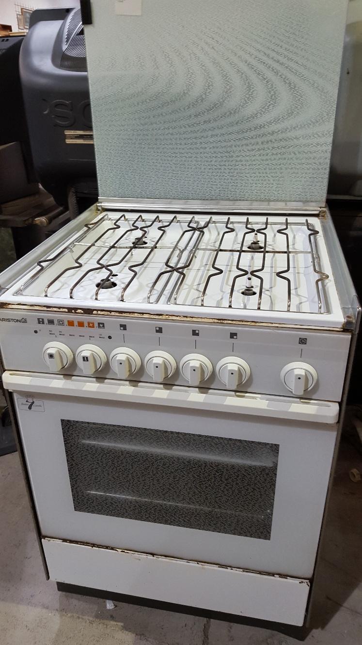 Catanzaro cucina a metano 4 fuochi con forno elettrico - Cucina a gas ariston ...