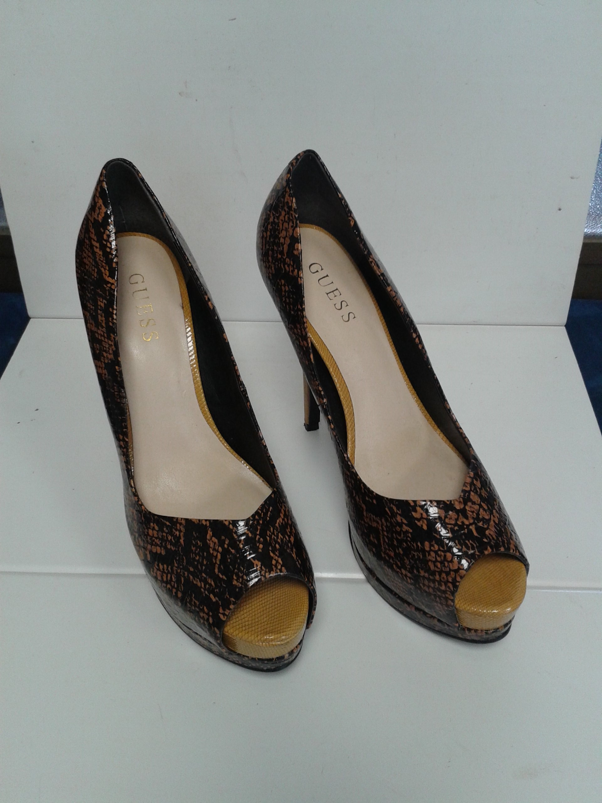 Scarpe donna Guess n. 39 usate