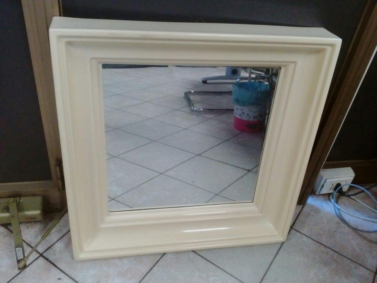 Catanzaro specchio bagno vintage con cornice panna for Specchio quadrettato per fisioterapia usato