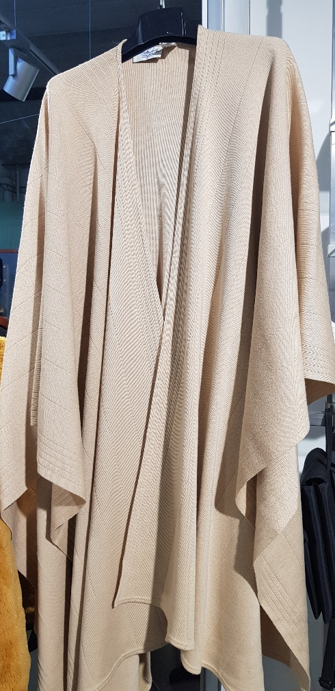 Catanzaro Abbigliamento usato donna pantaloni giacche vestiti gonne ... df0735f6b77