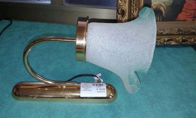 Catanzaro applique a luce dorata e con coppa in vetro sfumata