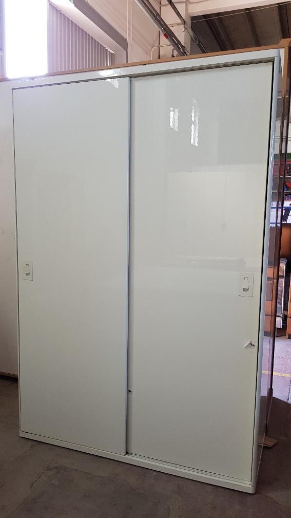 Cassettiera Interno Armadio Ikea.Catanzaro Armadio Scorrevole 2 Ante Ikea Colore Bianco Laccato Con