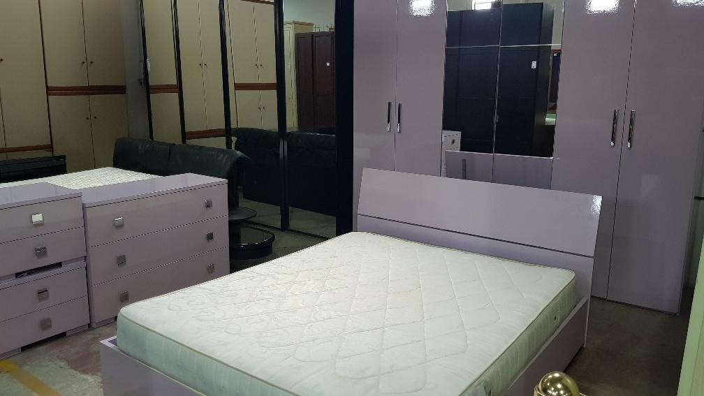 Catanzaro camera da letto stile moderno colore glicine for Corriere arredamento
